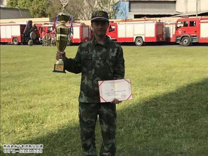 【余 浩】就业于杭州消防支队