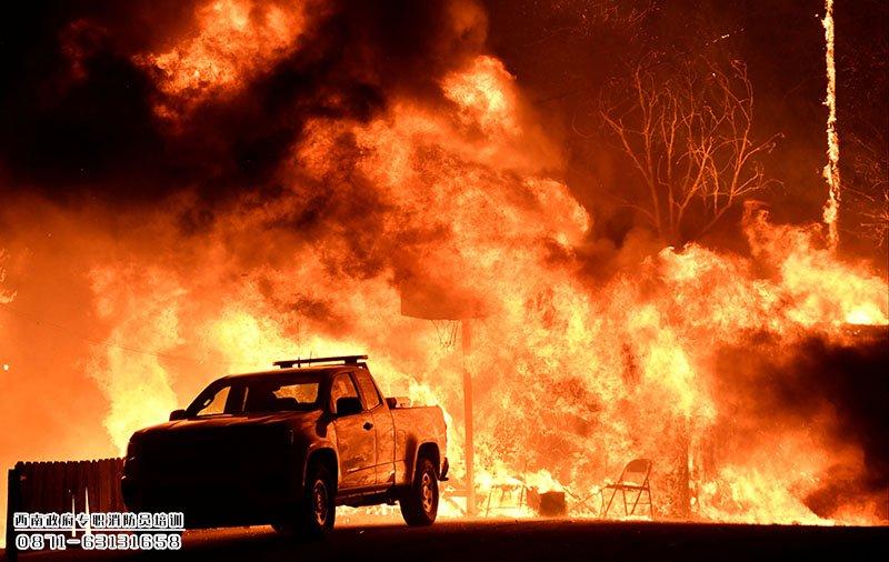 不给钱就不救火,这个国家的消防队火了